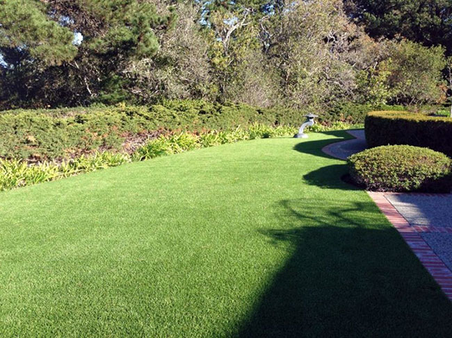 Artificial turf nearly indistinguishable from live grass Yorba Linda, CA